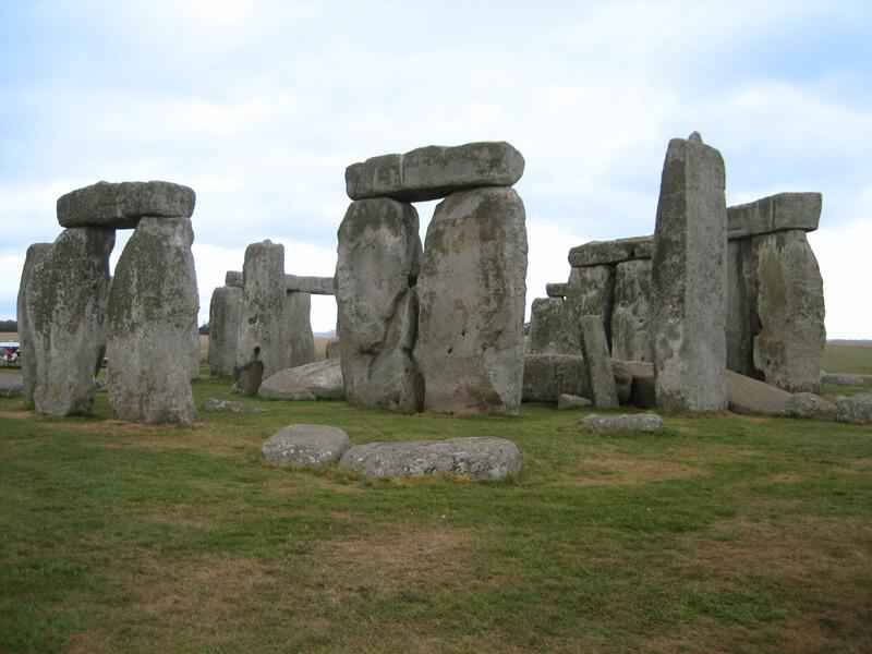 Stonehenge, monument néolithique et de l'âge du bronze emblématique et mystérieux